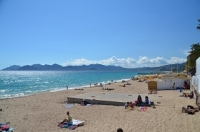 Alpes Maritimes: sand and pebble beaches depending on the area