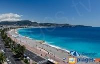 Vacances à Nice : plages de galets et de sable au pied du Vieux Nice