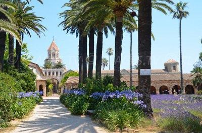 Abbaye de Saint Honorat avec son parc