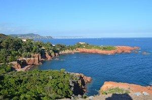 Vue sur la Côte d'Azur depuis le Cap Roux (Agay)