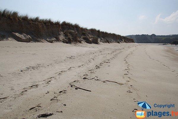 Grande plage à Plougoulm