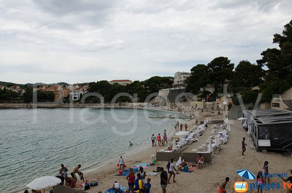 Restaurant and private beaches in Bandol