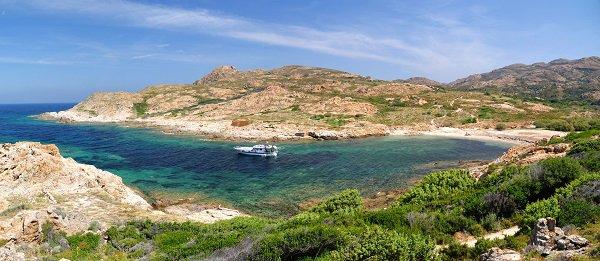 Anse de Vana - cricca vicino alla spiaggia di Ostriconi