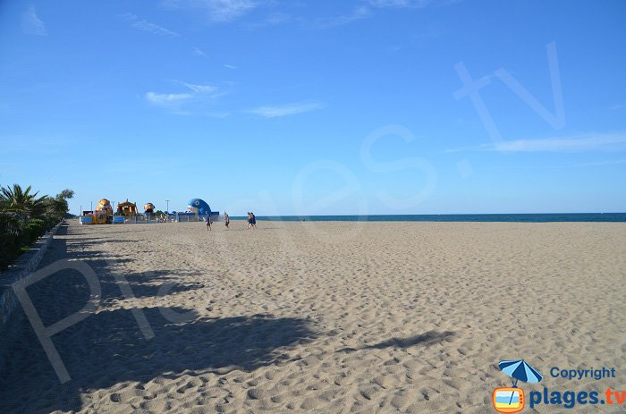 Pins beach with a kid's club - Argeles