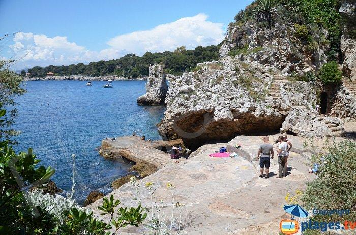 Baignade dans le Cap d'Antibes - L'Argent Faux