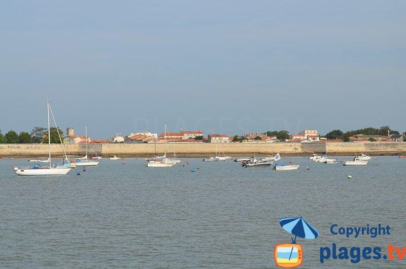 Ile d'Aix et ses remparts depuis la mer