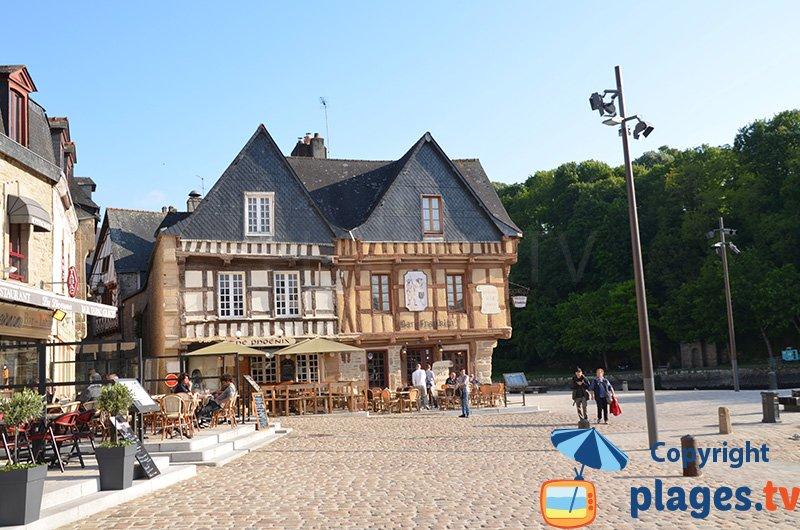 Belles maisons d'Auray en Bretagne autour du port