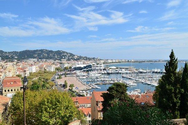 Vue sur la baie de Cannes depuis le château