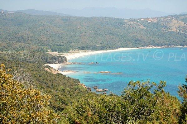 Plage dans la baie de Cupabia - Corse