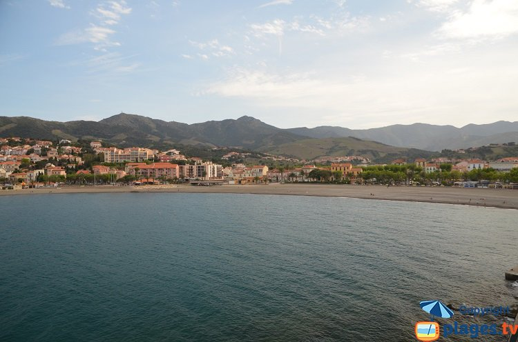 Overview of Banyuls sur Mer with the beach
