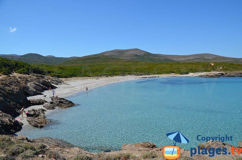 Belle crique de Cala Genovese dans le Cap Corse
