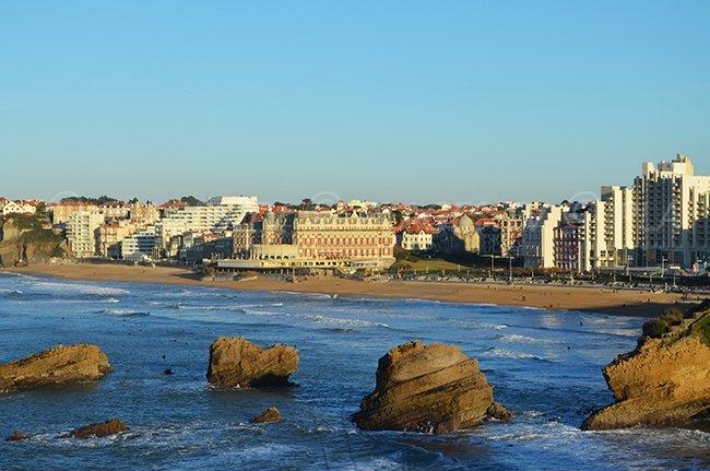 Grande plage de Biarritz vue depuis la mer