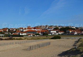Bidart avec ses maisons colorées et la plage