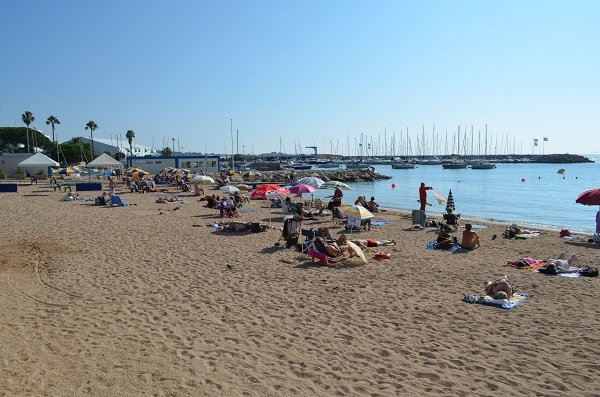 Handicap accessible beach in Cannes
