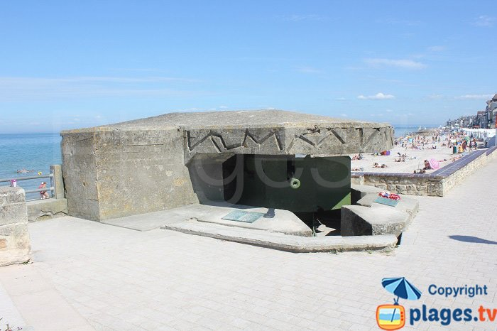 Front de mer de St Aubin avec un blockhaus