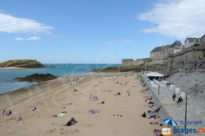 Bon Secours: une plage au pied des remparts de Saint Malo