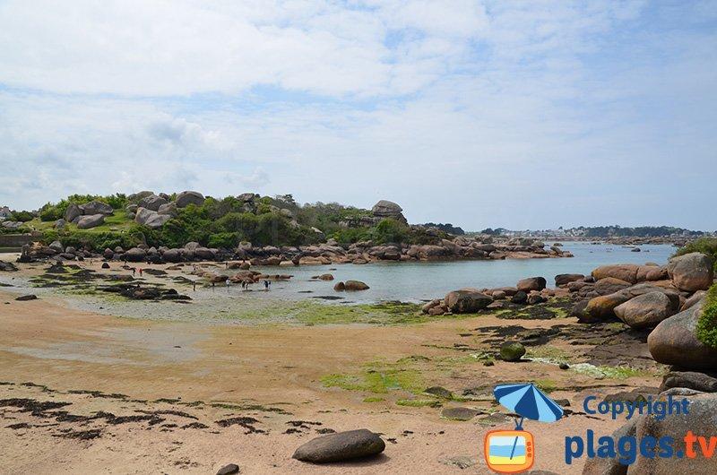 Ploumanach au niveau de la plage de Saint Guirec