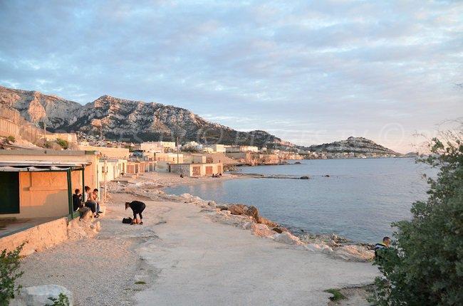 cabanons en bord de mer en provence