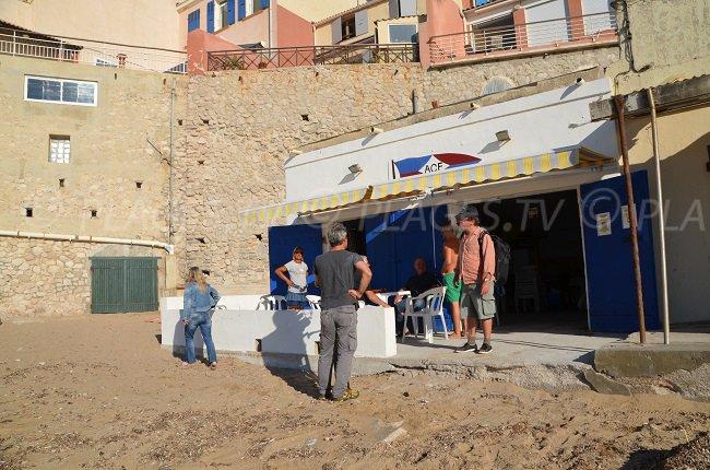 Les Phocéens - sa plage et son ancien club d'aviron - Marseille