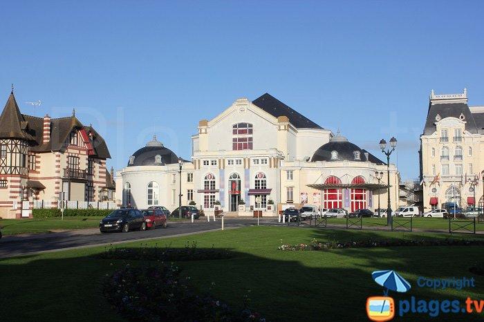 Centre de Cabourg avec son casino et ses maisons à colombages