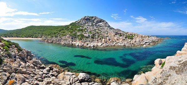 Plage dans la Cala Agulia en Corse