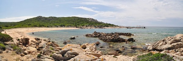 Plage et rochers dans la Cala d'Arana (Campomoro)
