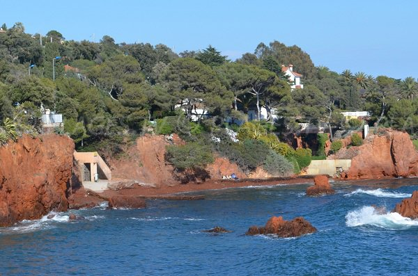 Cove of Anglais from the sea in Agay