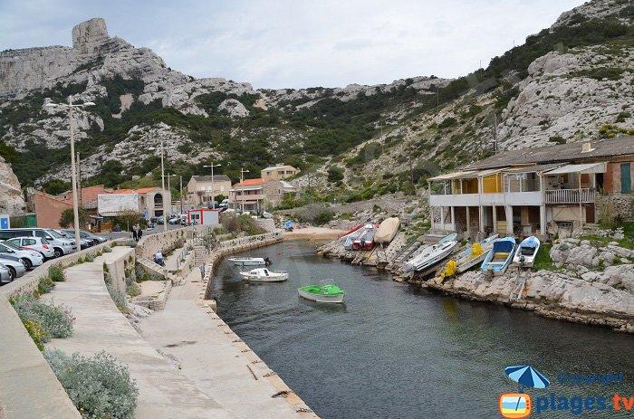 Marseille cassis et frioul calanques et plages - Restaurant l huitre y est port des barques ...