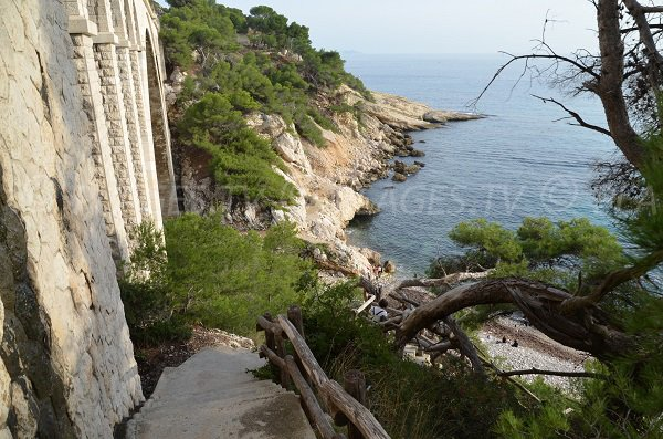 Stairs to access to the calanque of Eaux Salées