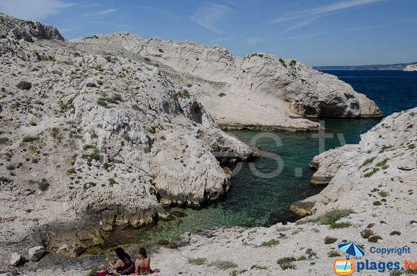 Access to the sea in the calanque of Escondelle