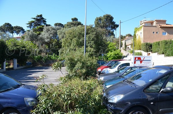Parking de la calanque de Figuerolles