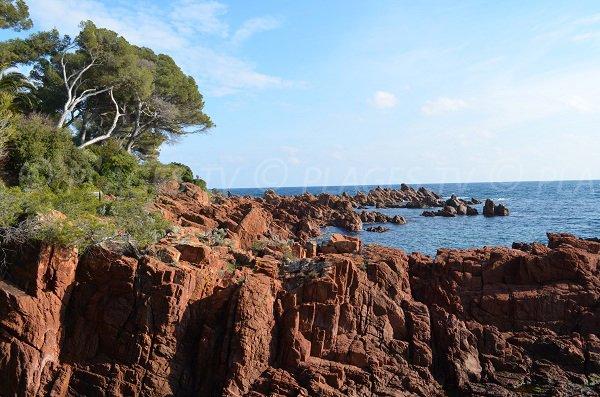 Sentier du littoral pour se rendre à la calanque du Fournas - Saint Raphaël