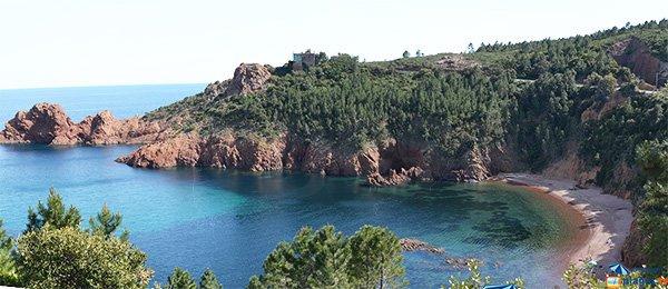 La baie dAgay à SaintRaphaël  Estérel et mer turquoise