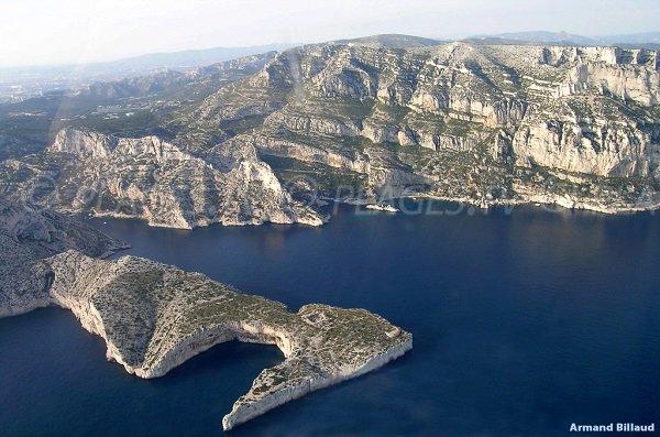 Vue aérienne de la calanque de Morgiou à Marseille