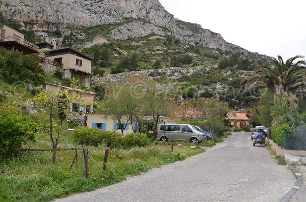 Maisons dans la calanque de Morgiou