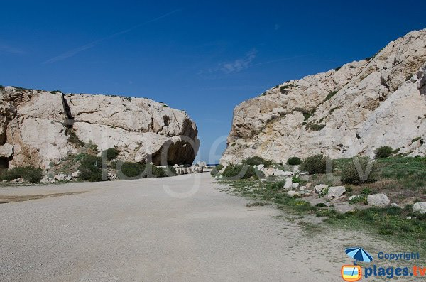 Access to the calanque of Morgiret in Frioul island - France