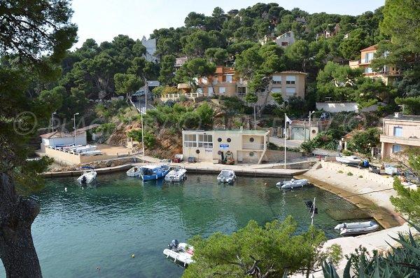 Plage du petit m jean ensu s la redonne 13 bouches du - Restaurant l huitre y est port des barques ...