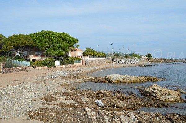 Scolgi e sabbia della spiaggia della Pinède - Les issambres