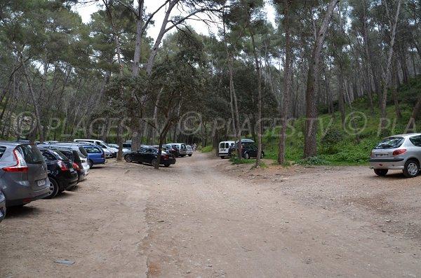 Parking de la calanque du Port d'Alon à St Cyr sur Mer