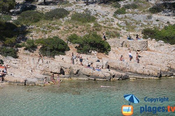 Rochers lisses dans la calanque de Port Pin - Marseille