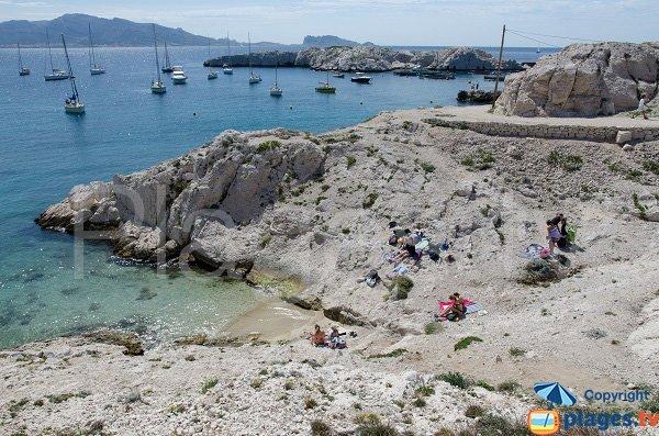 Sand beach in the Calanque of Frioul - Port de Pomègues
