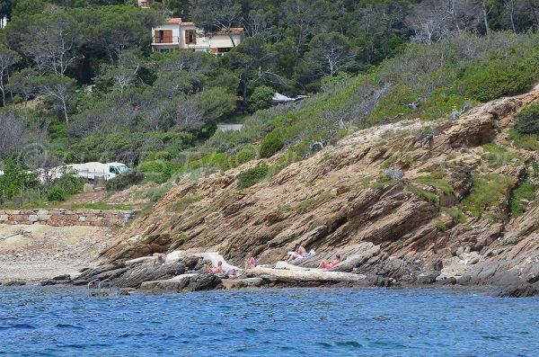 Rochers sur la plage de Porto Fino à Bormes les Mimosas