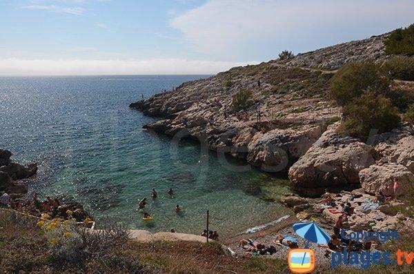 Photo de la calanque de Samena à Marseille en été