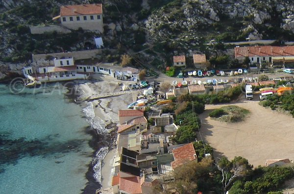 Plage dans la calanque de Sormiou à Marseille