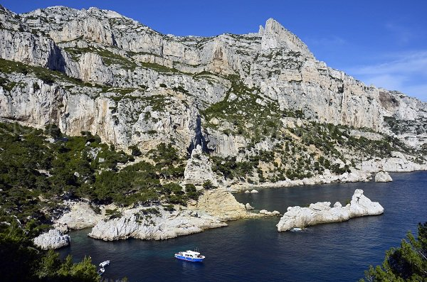 Rocher du Torpilleur in the calanque of Sugiton
