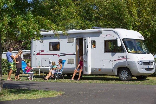 Camping car au camping Pipiou de Parentis