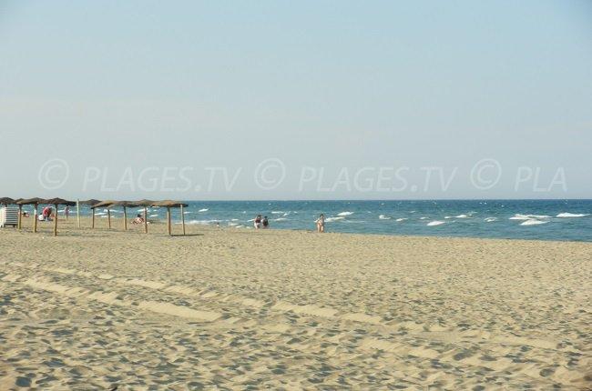 Grande plage de sable à Canet-Plage