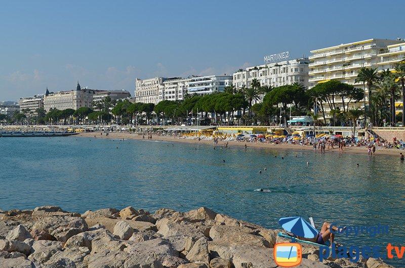 Cannes du côté du Martinez avec la plage