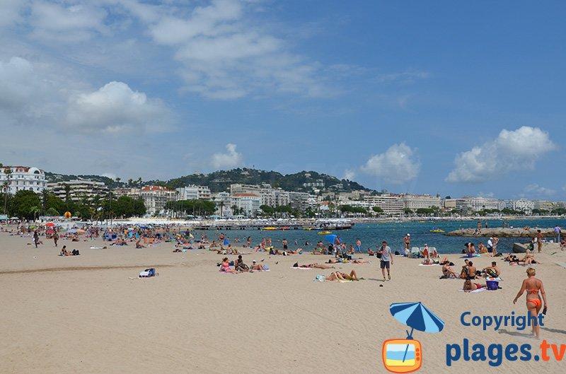 Cannes : une magnifique baie avec des plages de sable