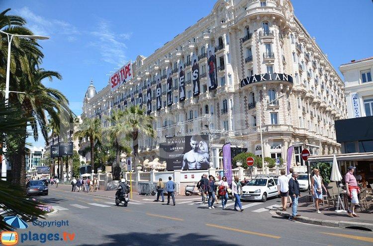La Croisette avec le Carlton pendant le festival de Cannes